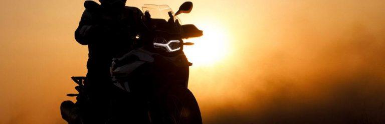 escapade moto france couché de soleil